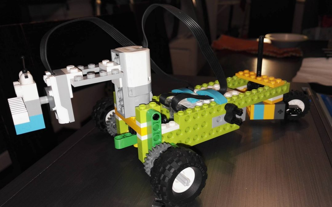 LEGO WeDO 2.0 Line Follower