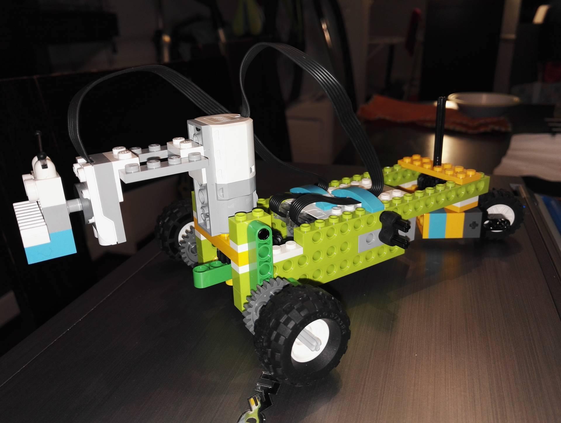 LEGO WeDO 2.0 Line Follower